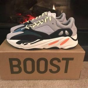 Adidas Yeezy Boost 700 Wave Runner size 10 1/2 Sol
